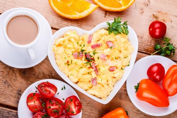Herzhaftes Frhstck  - Rhrei, Schinken, Kaffee