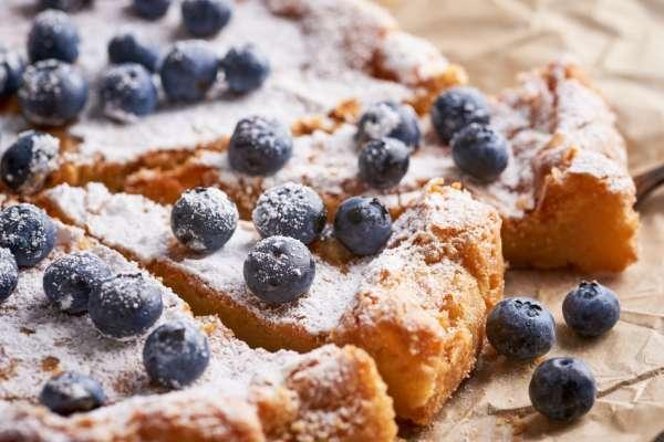 Blaubeerkuchen. Blueberry pie.