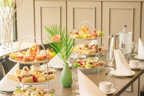 Gedeckte-Tafel-Firmen-Familienfeiern-4